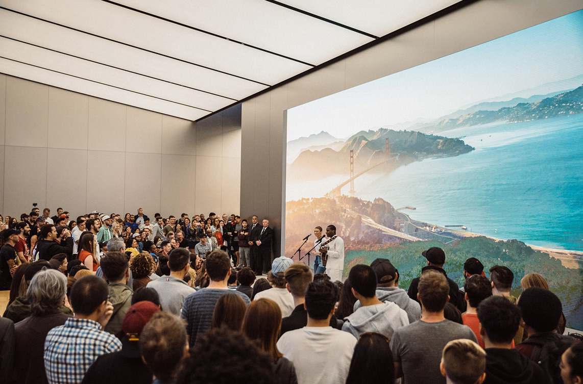 Today at Apple: Leon Bridges im Apple Union Square in San Francisco