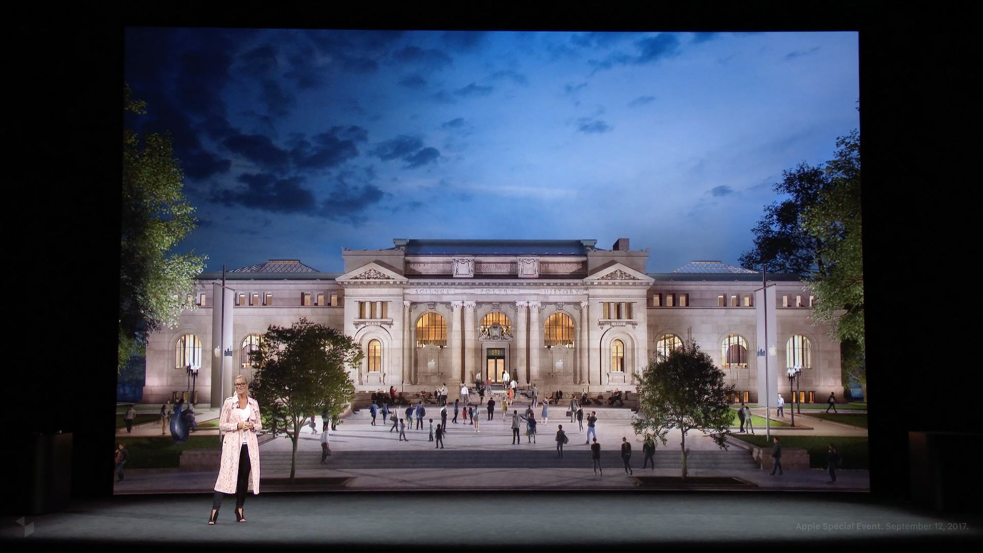 Angela Ahrendts beim Apple Special Event im Steve Jobs Theater: Apple Carnegie Library