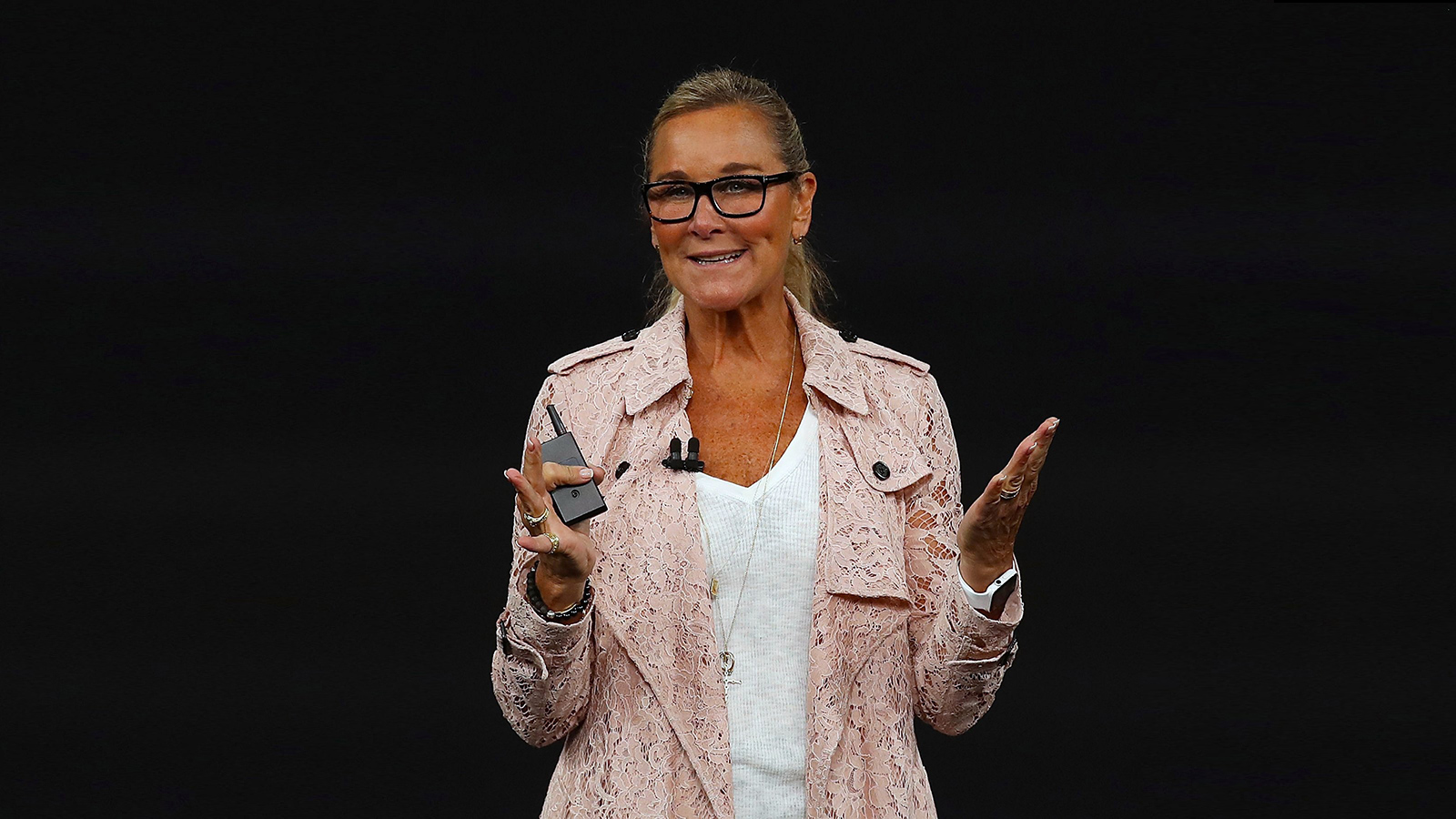 Angela Ahrendts beim Apple Special Event im Steve Jobs Theater